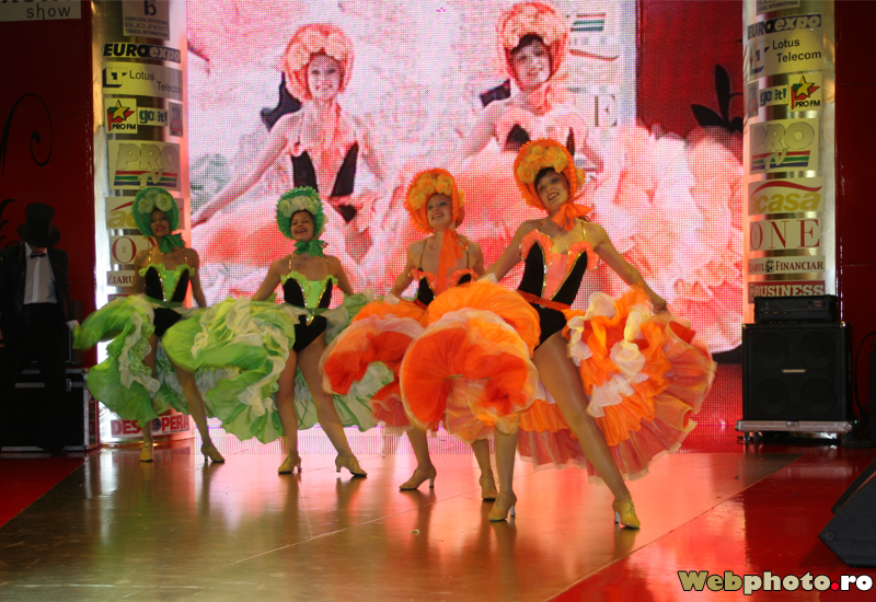 French Can-Can costumes in a cabaret show | Photo gallery