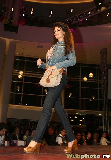 tinuta jeans