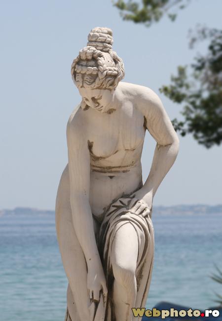 statuie nud