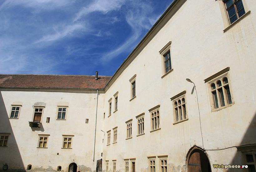 curtea interioara