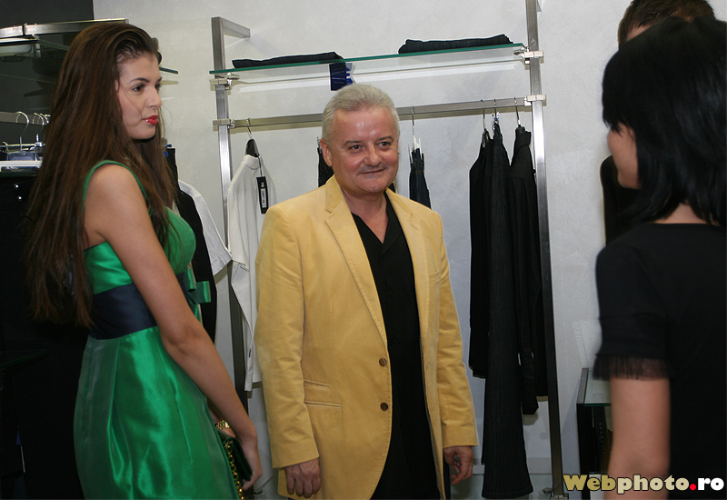 Casual Wear Presentation With Socialites Photo Gallery