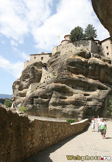 curte manastire