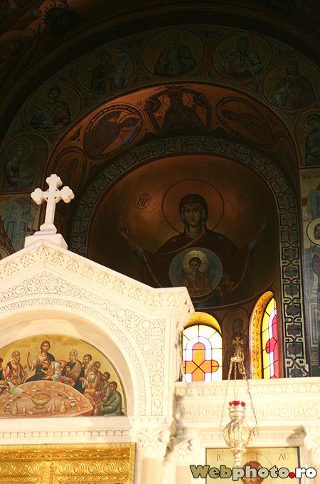 deasupra altarului