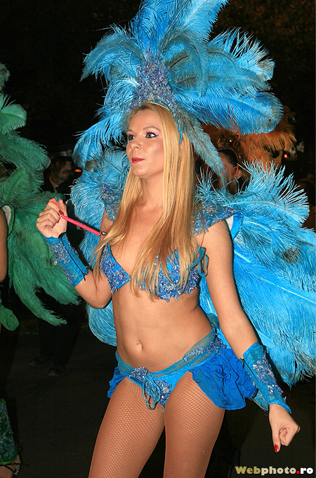 dansatoare blonda